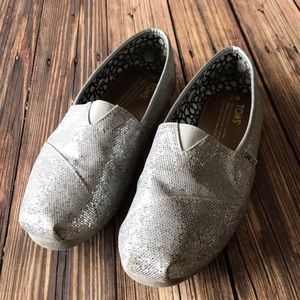 TOMS Slip-On Canvas Silver Glitter Flats Sz 7